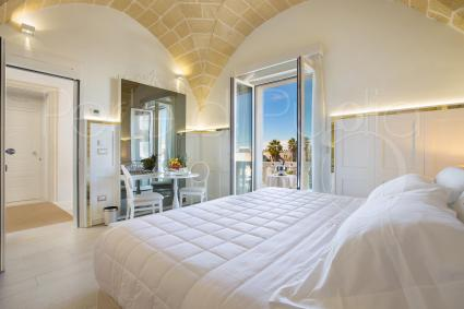 Ionia is a triple luxury suite in an elegant b&b with swimming pool, on the first floor