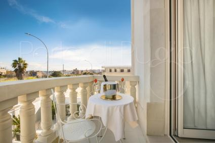 Suite Ionia is on the first floor of the luxury b&b and it has an exclusive balcony